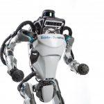 米Boston Dynamics、人型ロボット「Altas」が屋外で疾走する動画をYouTube上で公開。